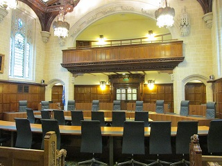 日本の最高裁判所とイギリスの最...